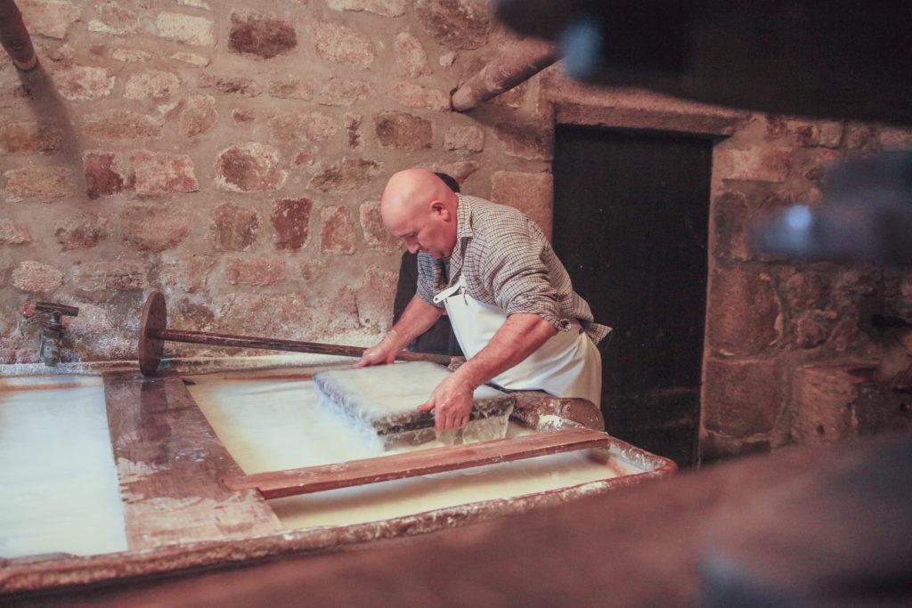 Réalisation d'une feuille de papier par le papetier