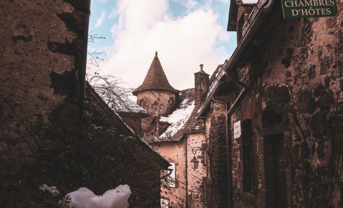 Ruelles de Salers sous la neige