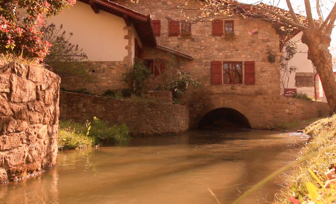 Le Moulin de Bassilour et son canal