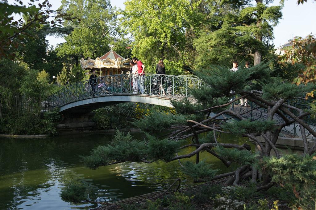 Pont en fer forgé dans le Jardin Public de Bordeaux